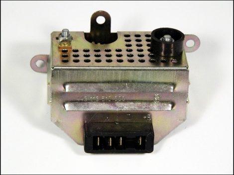EGYENIRÁNYÍTÓ (Motor-robogó alkatrész)