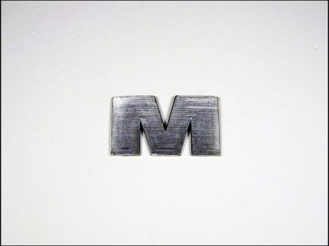 """EMBLÉMA BENZINTANKRA """"M"""" (Motor-robogó alkatrész)"""